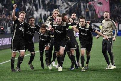 Histórico: Ajax equipara sueldos de futbolistas hombres y mujeres