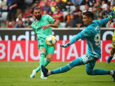 Benzema eclipsa el caos defensivo