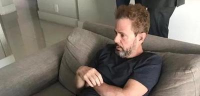 Messer: Rubio y con barba, en el departamento de una amiga