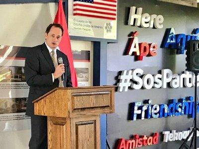Embajador de EEUU expresa preocupación por crisis política
