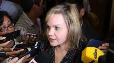 Lilian cree que no hay votos para el juicio político y llama al diálogo