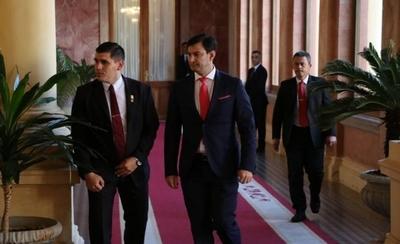 """HOY / """"El Senado está blindado"""", dice Ovelar: 18 senadores dan su apoyo a Abdo"""