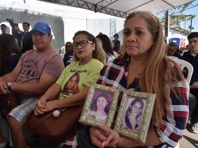 Familias recuerdan a las 364 víctimas del incendio de Ycuá Bolaños