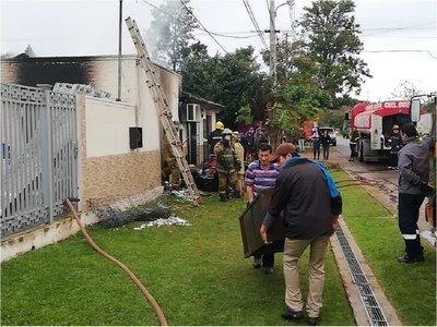 Incendio consume parte de una embotelladora en Coronel Oviedo