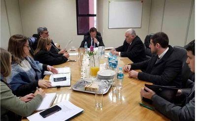 Ministro Martínez Simón participó de reuniones en Cordillera