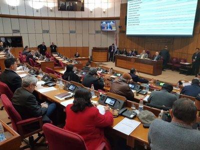 Designan a senadores en comisión que investigará caso Itaipú