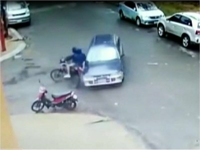 Vecinos detuvieron a motoasaltantes en barrio Obrero
