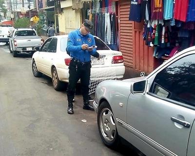 Más de 300 multas por estacionamiento indebido en sólo 5 días