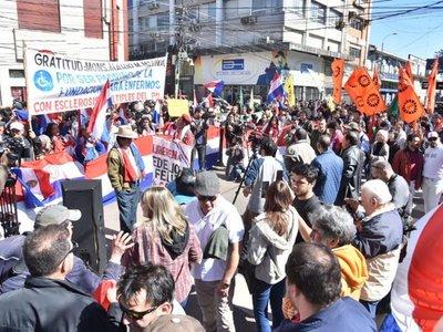 Siguen manifestaciones por el juicio político