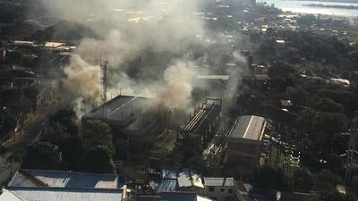 HOY / Incendio en subestación de la ANDE: apuntan a explosión de generador como posible causa