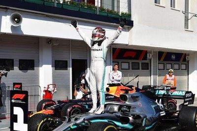 Hamilton ratificó liderazgo con espectacular triunfo