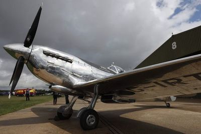 Avión Spitfire de la Segunda Guerra Mundial listo para un vuelo alrededor del mundo