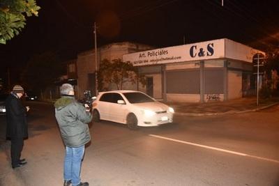 Asaltantes se llevan millonaria de suma de local de artículos policiales