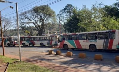 Retienen colectivos de Alto Paraná por incumplimiento de frecuencia
