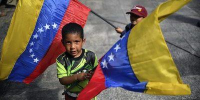 """Otorgarán nacionalidad colombiana a 24.000 niños venezolanos en """"riesgo de apatridia"""""""