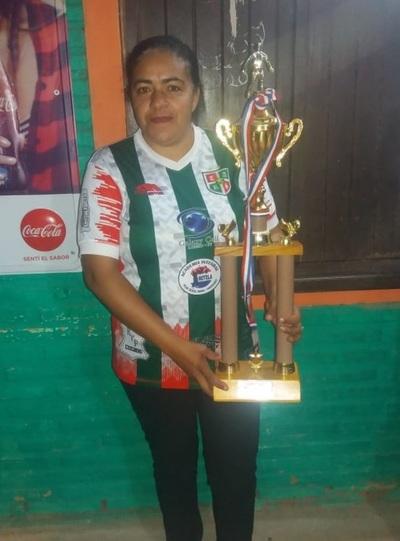 Mujer presidente logra título de fútbol en Loreto