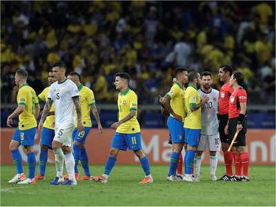 Admiten mal uso de VAR en el Brasil-Argentina