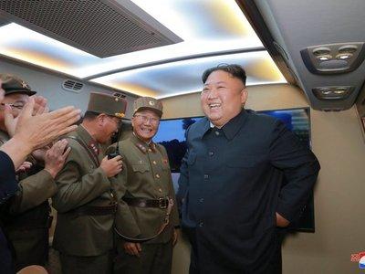 """Kim Jong-un dice que tests de misiles son """"advertencia"""" a EEUU"""