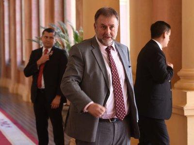 Legisladora brasileña vincula a Benigno con hijo de Bolsonaro