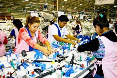 Además de autopartes, Brasil quiere que Paraguay compre sus vehículos, afirman
