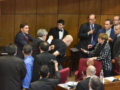 Paraguayo Cubas acciona en la Corte contra su segunda suspensión