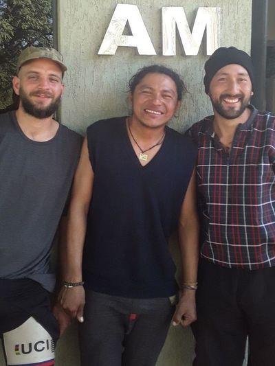 Ciclistas extranjeros que recorren América hacen una parada en Paraguay