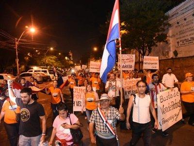 Marcharon hasta el Congreso para pedir juicio político al Ejecutivo