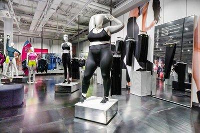"""La marca Nike incorpora maniquíes gordos en sus locales para promocionar su línea """"plus size"""""""