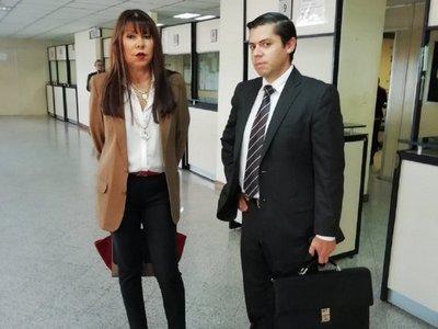 Bogado irá a juicio por denigración de memoria de un muerto