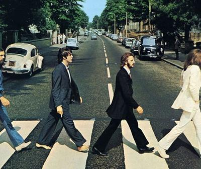 Pasaron 50 años de la icónica foto de los Beatles en la calle Abbey Road.