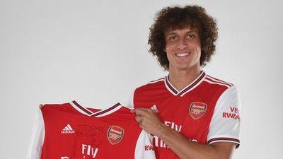 Arsenal anuncia a David Luiz