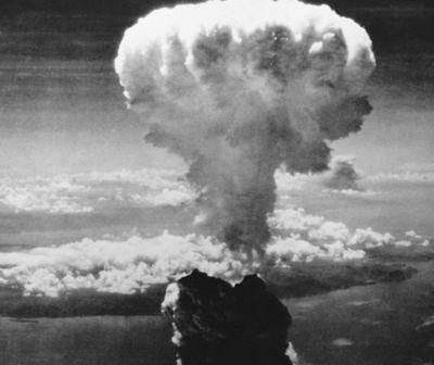 Estados Unidos lanza la bomba atómica sobre Nagasaki.