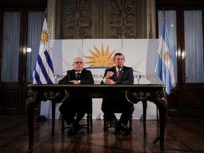 """Uruguay y Argentina muestran su interés en """"vida institucional"""" de Paraguay"""
