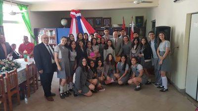 """""""Ñemongueta Guasu"""" por aniversario de la biblioteca municipal"""