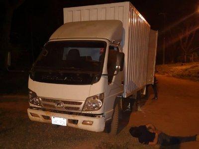 Interceptan camión con 2.000 kilos de marihuana en San Pedro
