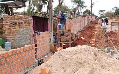 Prosigue construcción de muralla en cementerio de Presidente Franco