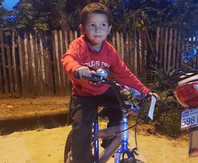 Perdió su bici en incendio y le regalan una nueva.