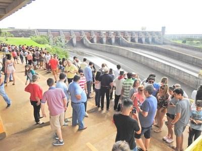 Casi 350 mil visitantes en atractivos turísticos Itaipú