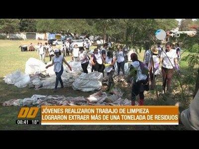 Extraen más de una tonelada de basura del arroyo Mburicaó