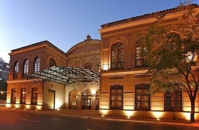 HOY / Teatro Municipal evacuado: se denunció fuga de gas y bomberos no encontraron nada tóxico