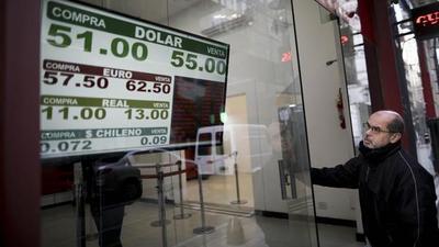 El peso argentino se desploma tras elecciones