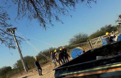 ANDE amplía la red de distribución de energía eléctrica en el Chaco