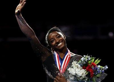 La gimnasta Simone Biles volvió a maravillar al mundo