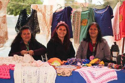 """Realizaron exitosa """"Feria de la Mujer"""" en Luque"""