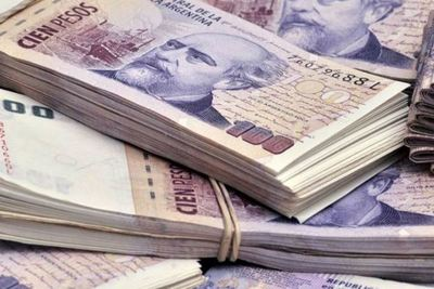 El peso argentino se desploma y alcanza su mínimo histórico tras la derrota de Macri