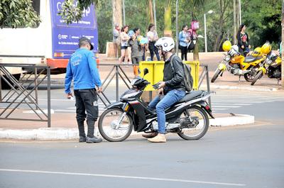 """""""Zorros"""" de CDE retienen vehículos en total contravención a la ordenanza municipal"""