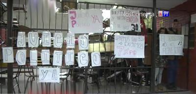 Toman colegios nacionales pidiendo juicio político a Mario Abdo