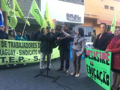 """""""Desastre ko educación"""": Docentes de la OTEP protestan y califican de fracaso a la gestión de Petta"""