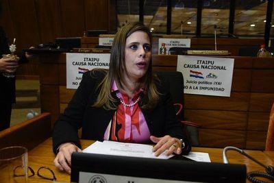 Pleno de Diputados deja fuera a Kattya González de la comisión que investigará Acta de Itaipú
