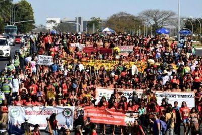 """Mujeres indígenas denuncian en Brasilia """"políticas genocidas"""""""